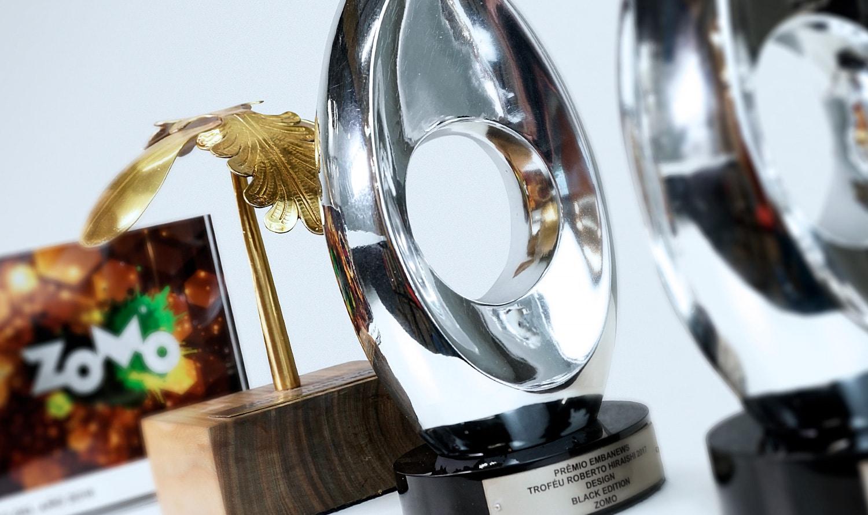 Troféus prateado premio conquistado de melhor embalagem
